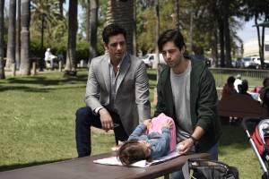 Jimmy (John Stamos) and Gerald (Josh Peck) in the